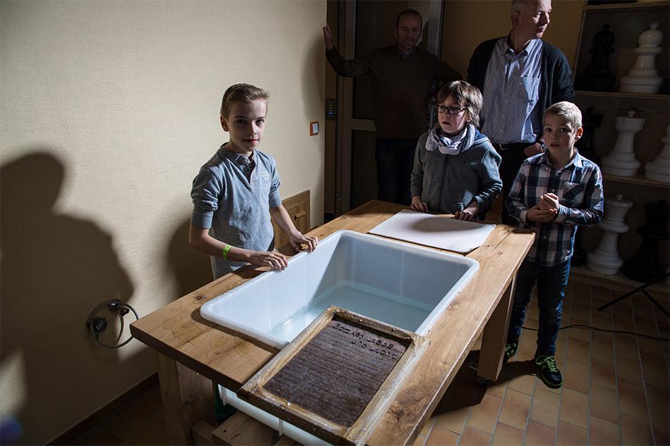 bibelmuseum papierschoepfen 001 - Home